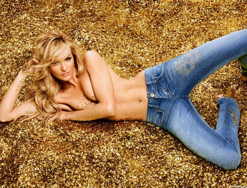 Сексуальная поза девушки в джинсах картинки