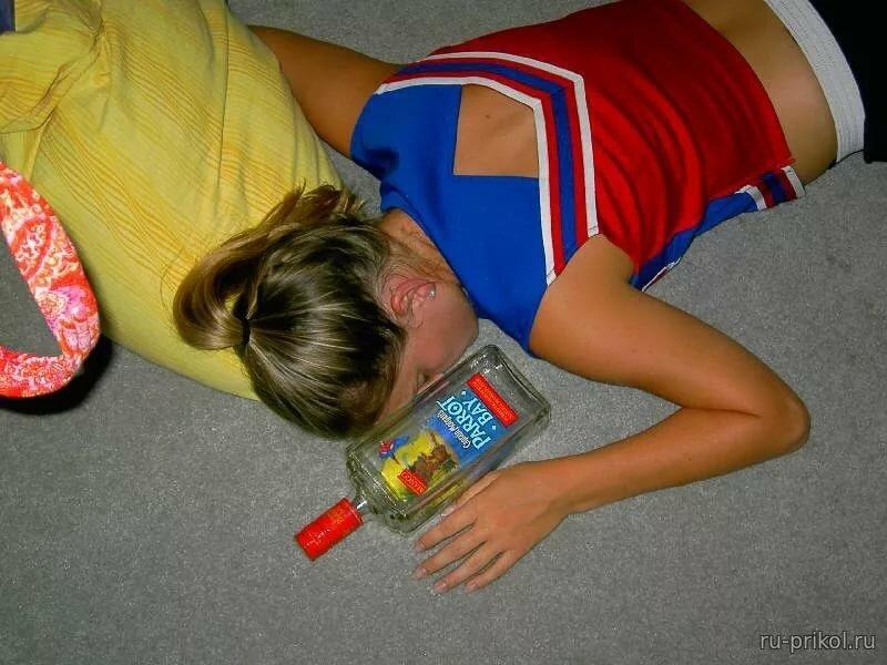 Пьяные девушки раскручивают — pic 15