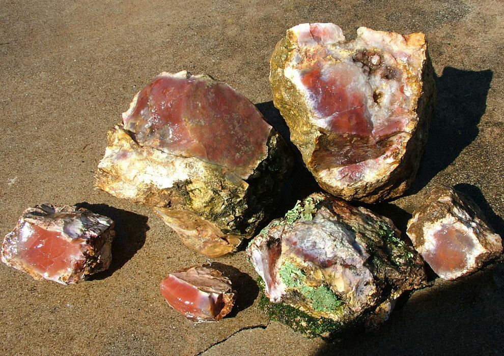 Необработанные самоцветы камни фото