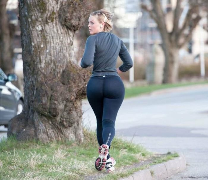 Big booty yoga pants, naked smooching images