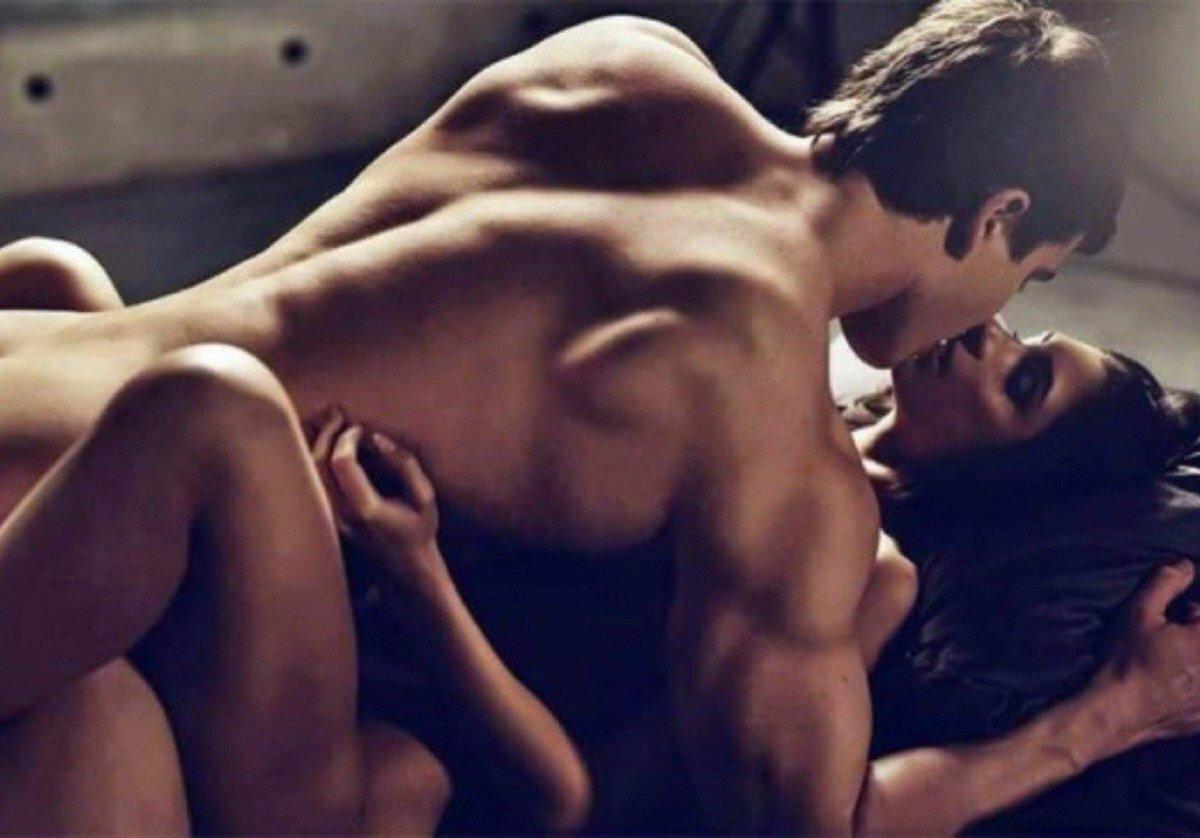 так красивые эротические картинки парень и девушка нему