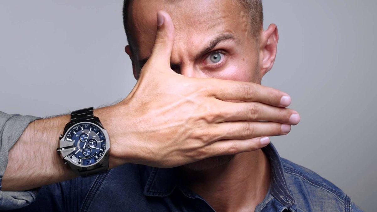 На какой руке носят часы мужчины: менее формальные часы, как и одежда, клонится к спортивным корням.