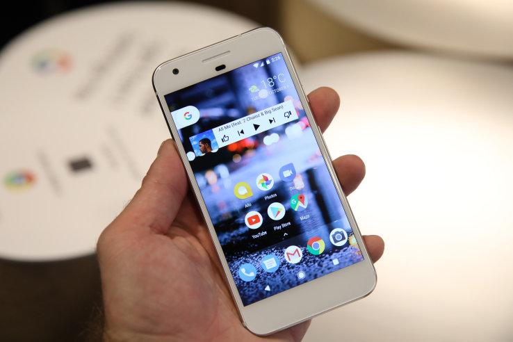 Google Pixel Корпорация добра и раньше выпускала смартфоны под брендом Nexus, но все они разрабатывались сторонними компаниями, а Google лишь ставила на железо голый Андроид и оптимизировала программную часть системы. С выходом Pixel ситуация изменилась – мир увидел бескомпромиссный, топовый смартфон, разработанный Гуглом с нуля.