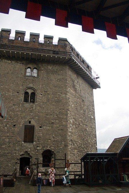 Вишеград. Шестигранная башня с толстыми семиметровыми стенами.