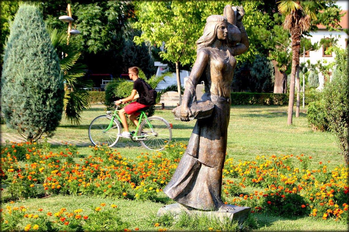 такие фото необычные скульптуры в парках сова