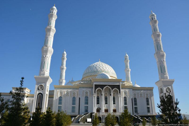 Соборная мечеть Астаны — Хазрет Султан вызывает восхищение своей воздушностью, изящной красотой восточной архитектуры, необыкновенным узором казахского орнамента…