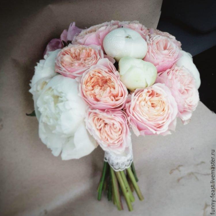 Букет невесты из пионовидных роз – фото лучших флористических композиций.