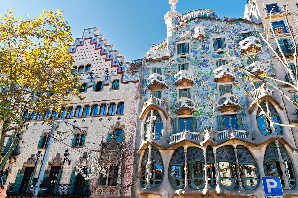 casa batllo Deemed the crowning architectural work of antoni gaudí, casa batlló is a must-visit on anyone's trip to barcelona as one of the most popular attractions in barcelona, this historic building is a great representation of the mark gaudí made on barcelona – and the influence he had on modernism.