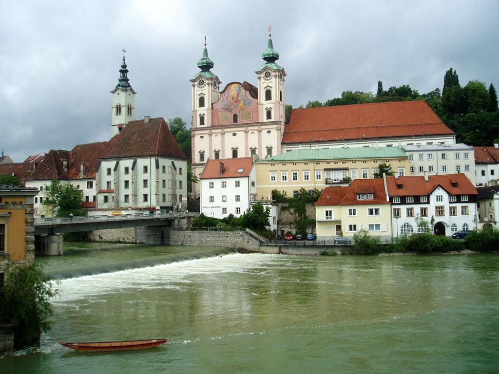 Линц одинаково украшают соборы разного возраста и великолепный Дунай