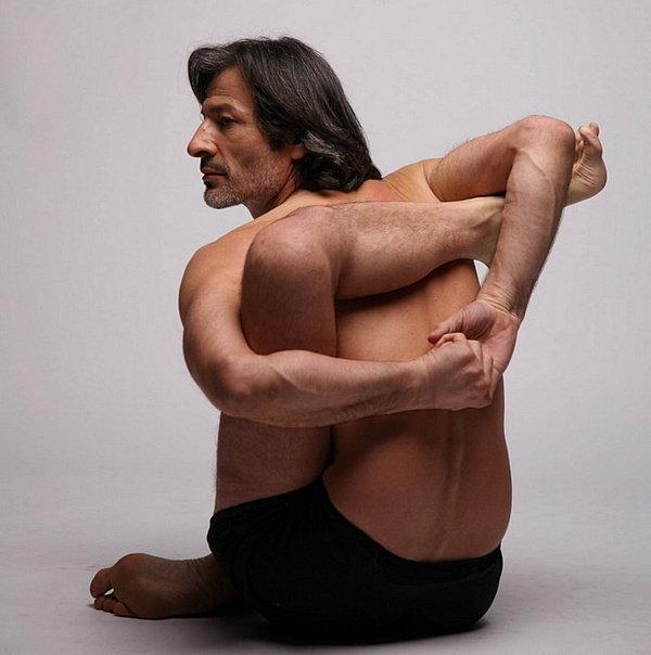 Мужчины-йоги - лучшие тренера