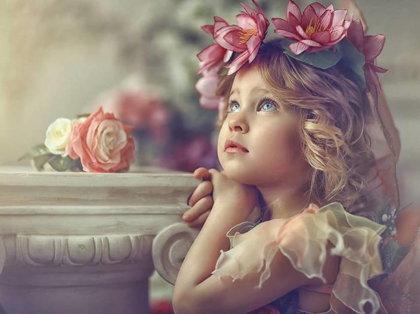 Открытки с детками в цветах, анимация роза смешные