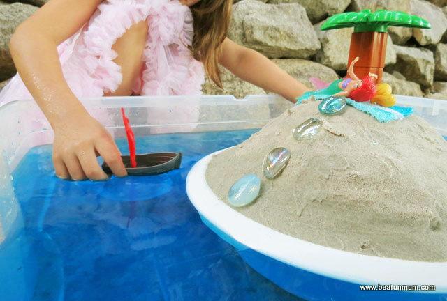Картинка с песком и водой