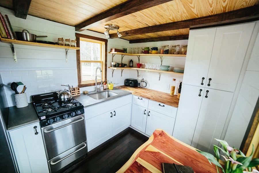 Кухня в садовом домике фото