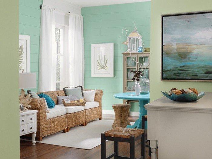 Минималистический интерьер спальни или гостиной преображается, если акценты в нем создать при помощи мятных оттенков