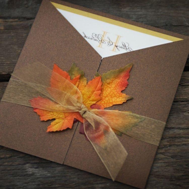 Осенняя открытка с листьями, надписью маша