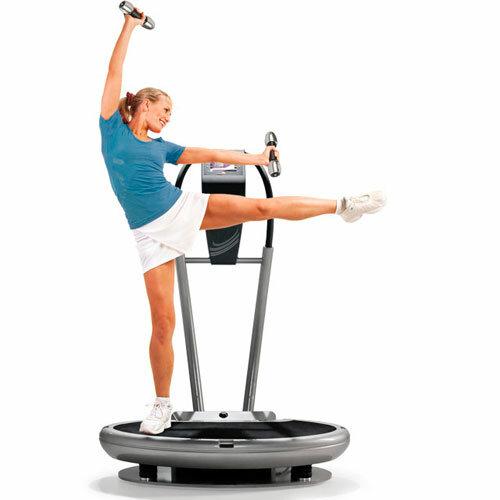 Выполнение упражнения на тренажере платформе