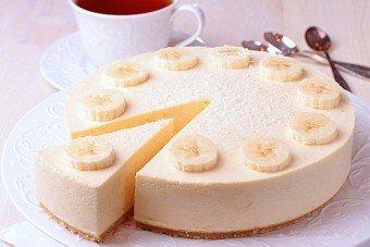 Чизкейк представляет собой десерт из творога и сыра с добавлением фруктов. Банановый чикейк – любимое лакомство не только детей, но и взрослых