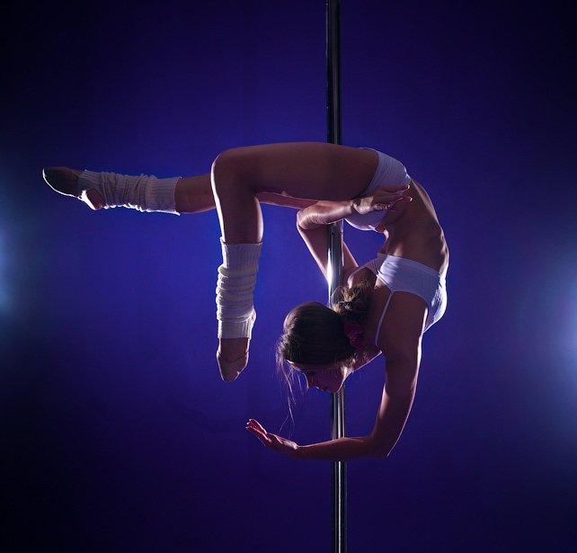 ждет секс акробатические трюки на постели детке хочется