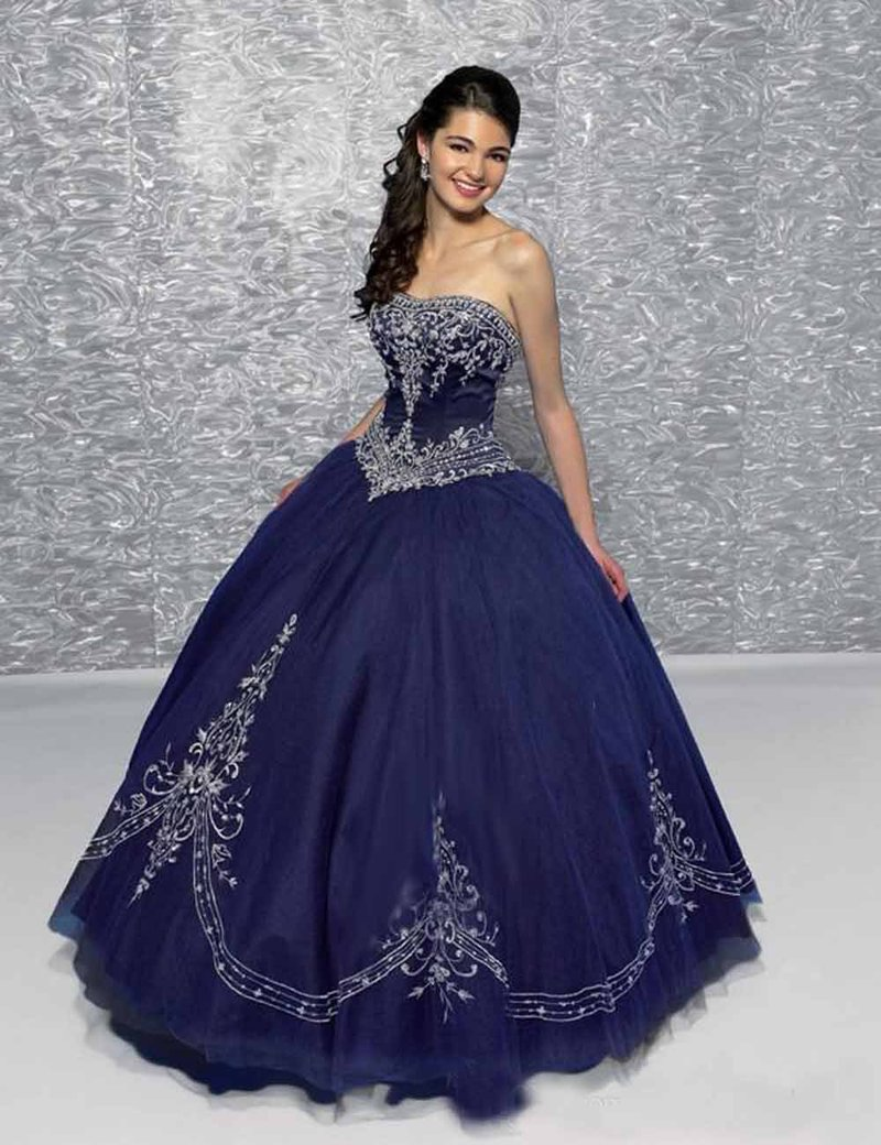 Синее платье с вышитым корсетом