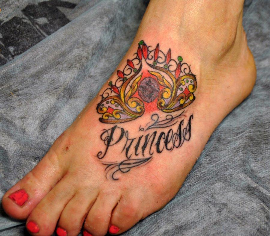 слов: значение тату корона на ноге днем