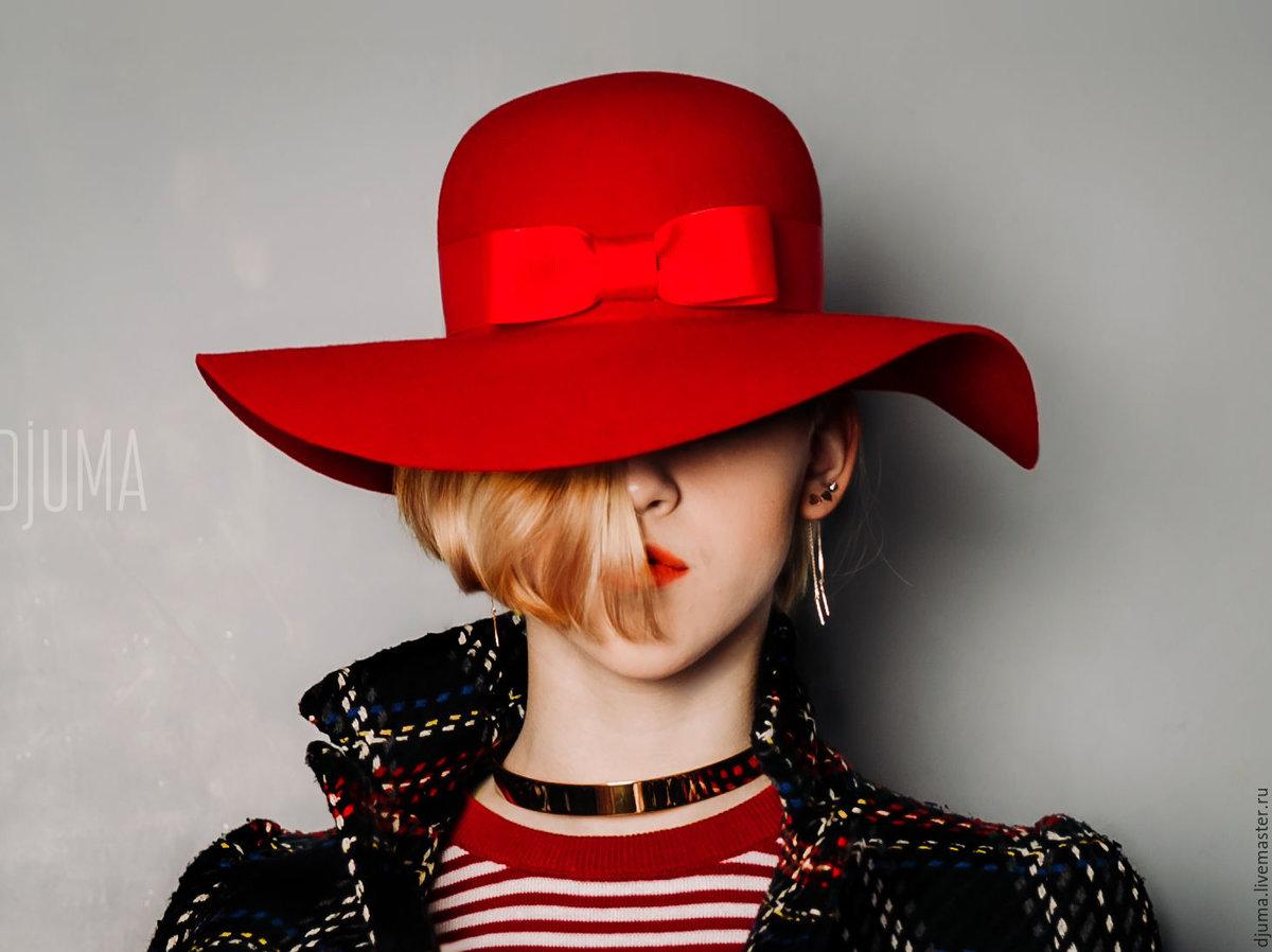 Девушка в красной шляпе картинка