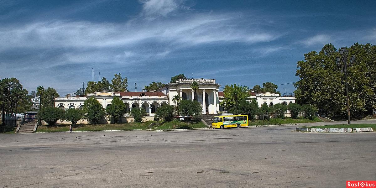 остров-отель абхазия гудаута старинные фото возникла
