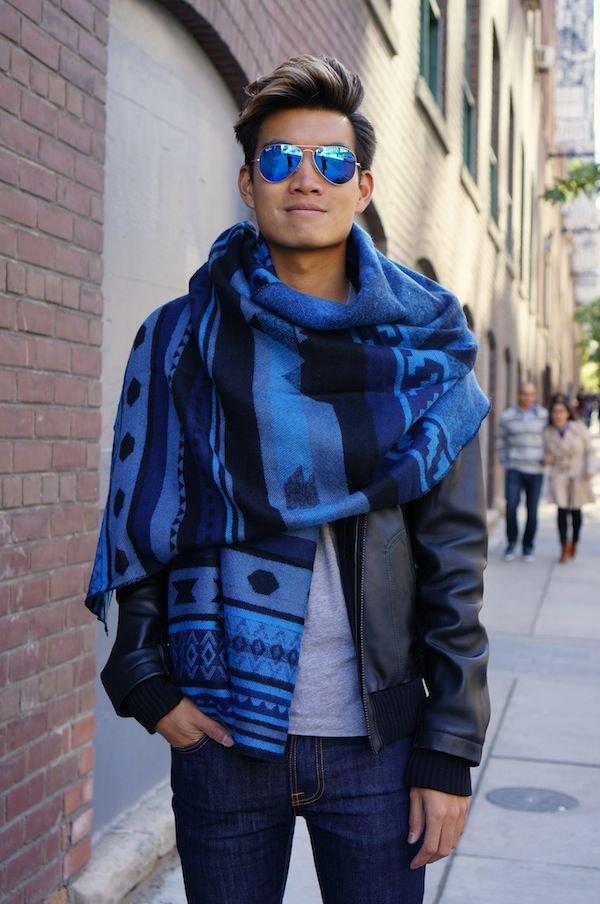 Яркий синий шарф