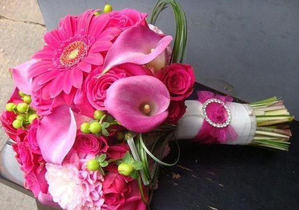Букеты для невесты из этих удивительно прекрасных цветов – самое очаровательное дополнение к ее наряду.