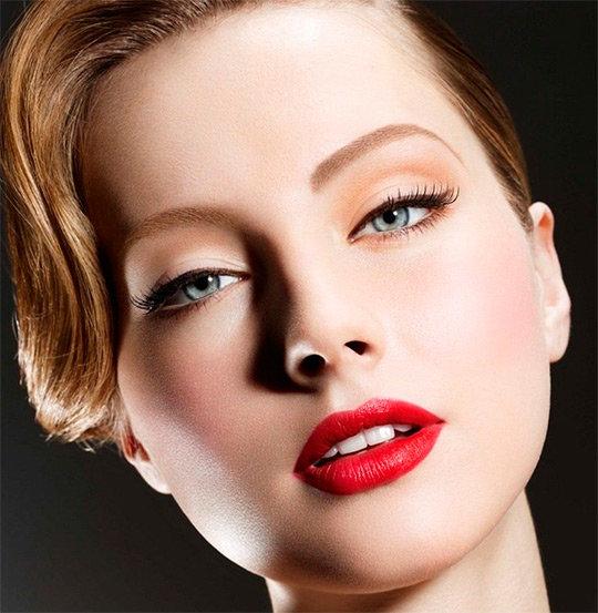 Стильный вечерний макияж для глаз голубого цвета