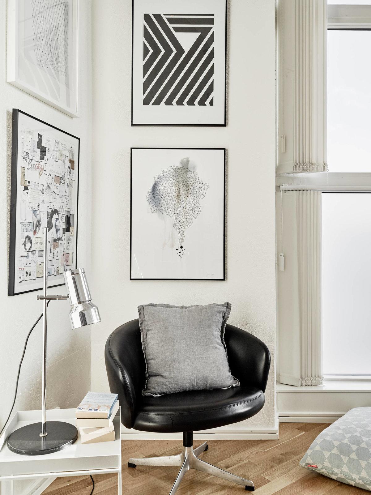 Постеры на стене черно белые