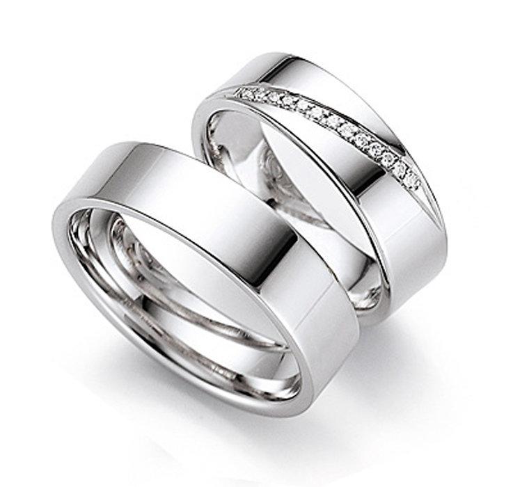 Красивые обручальные кольца из белого золота