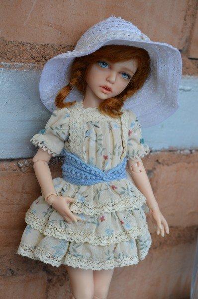 Шарнирная кукла из полимерной глины Лилит в шляпе