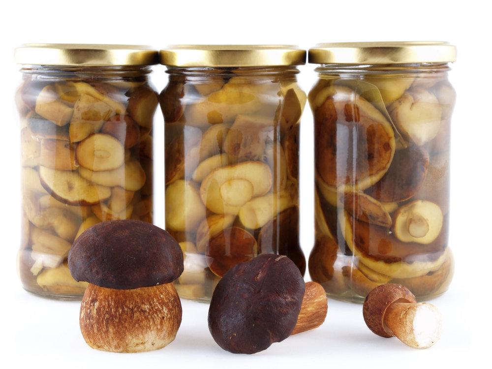Консервированием называется способ заготовки, при котором продукт стерилизуют и хранят в герметических емкостях.
