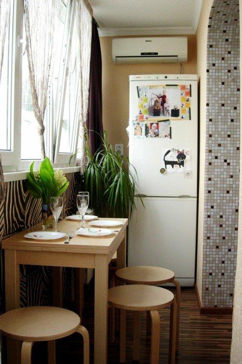 """Размещаем холодильник на маленькой кухне и экономим место. """"."""