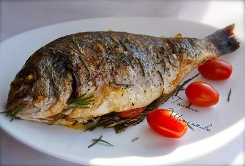 Рыба с розмарином в духовке