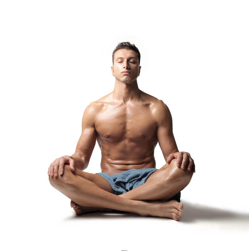 Мускулы у мужчины достижимы не только путем тренажеров, но и путем занятия обычной йогой.