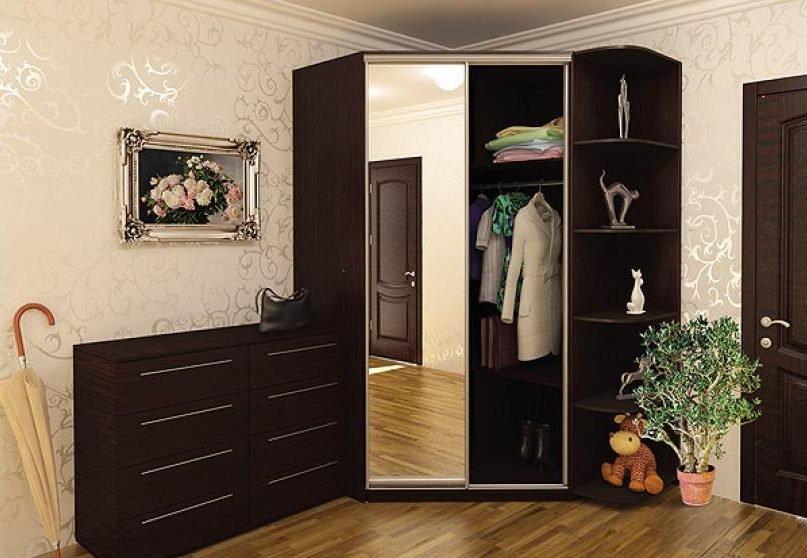 Узкие коридоры в малогабаритной квартире можно сделать удобн.