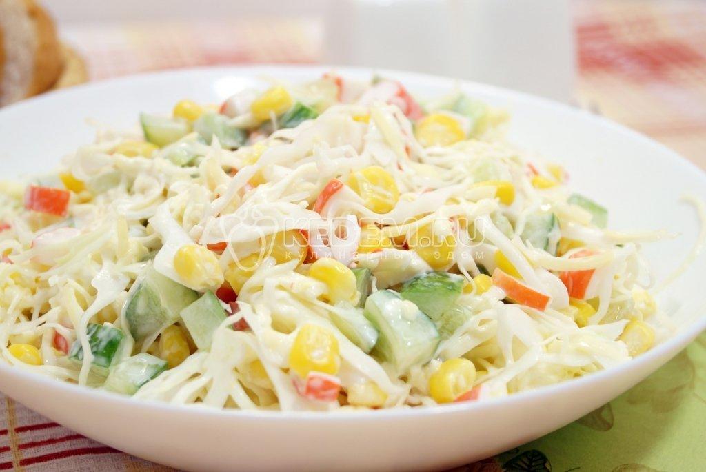 Приготовить салат с обычной капустой