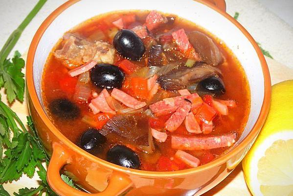 Сложный, но очень вкусный суп оценят гости и любимые домочадцы.