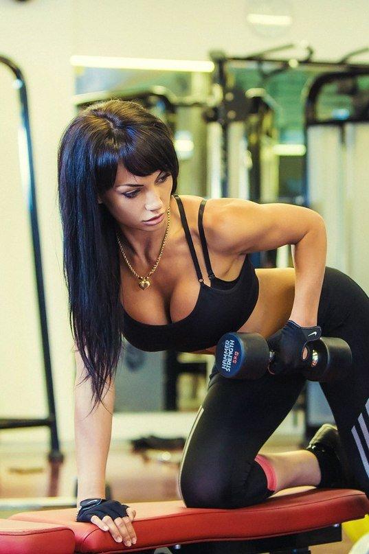 Картинках февраля, картинки красивых брюнеток в спортзале