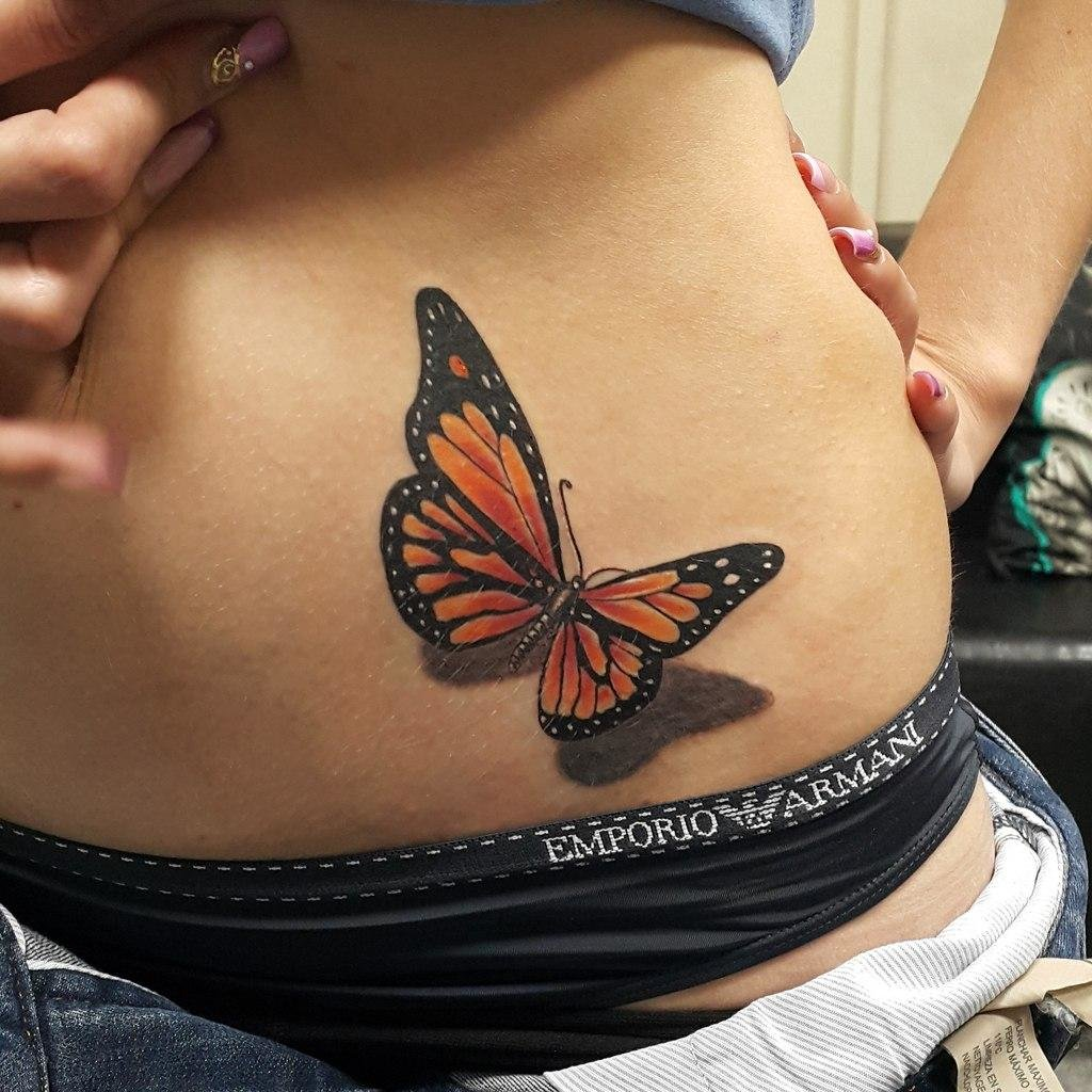 тату бабочка на попе