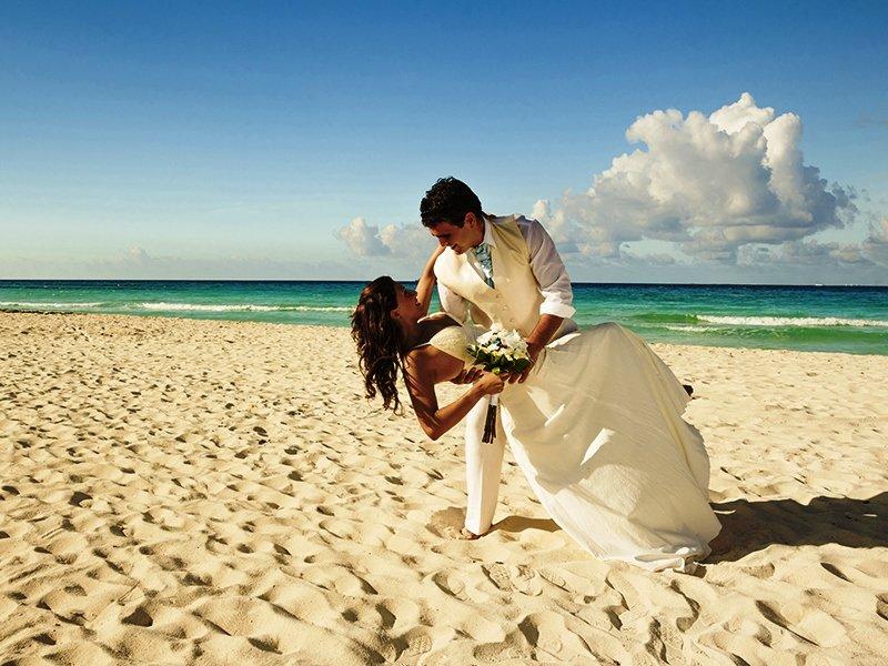 невеста с женихом на берегу картинки блокировку попросите
