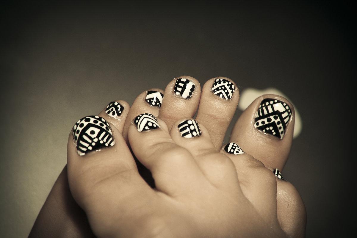 рисунок на ногтях на ногах в картинках
