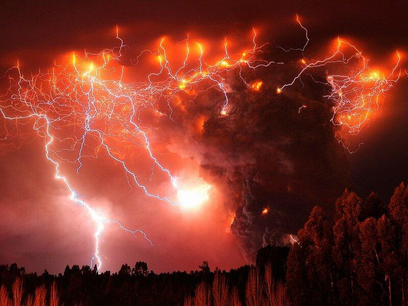 Древние греки считали, что при попадании молнии в море рождается новая жемчужина.