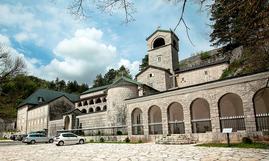 английским традициям, цетинье черногория достопримечательности с фото стены капризничают