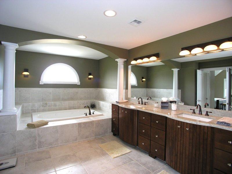 Как оборудовать освещение в ванной комнате, учитывая ее габариты и особенности? Разделение пространства на зоны,