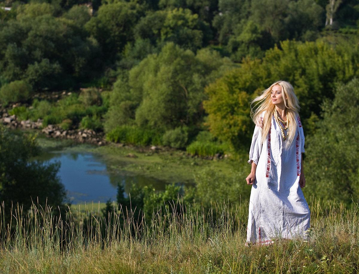 Девушки красавицы в поле в лесу на речке #7