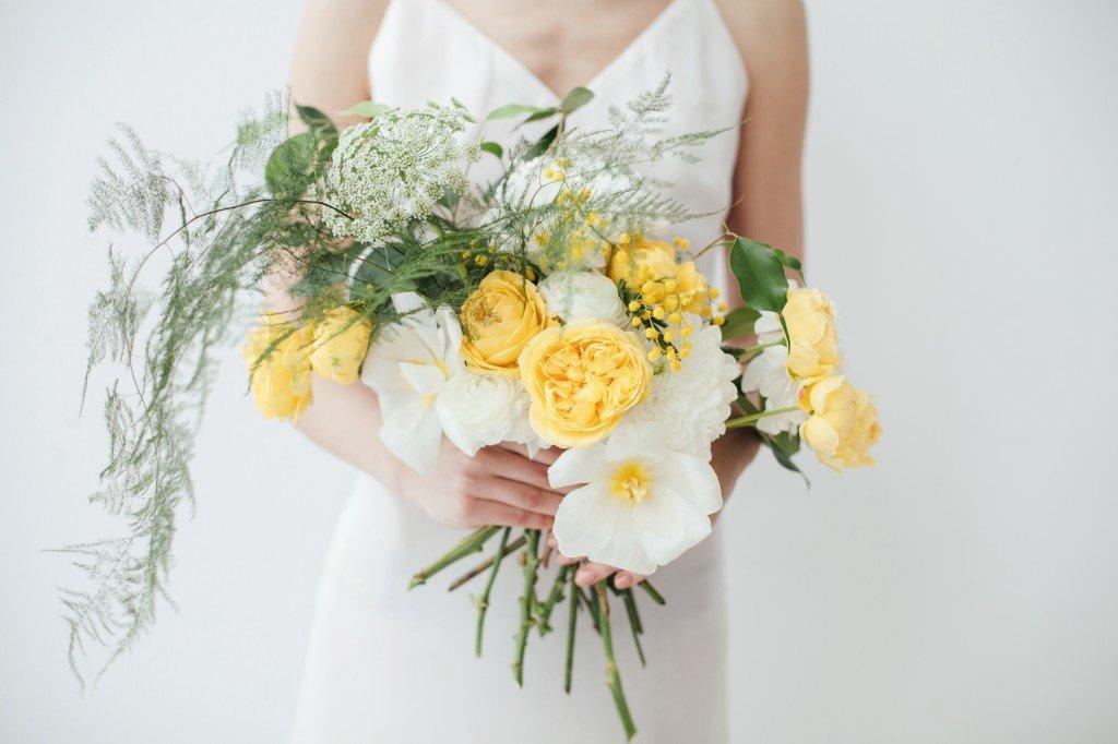 Букет с желтыми ранункулюсами, невесте купить курске