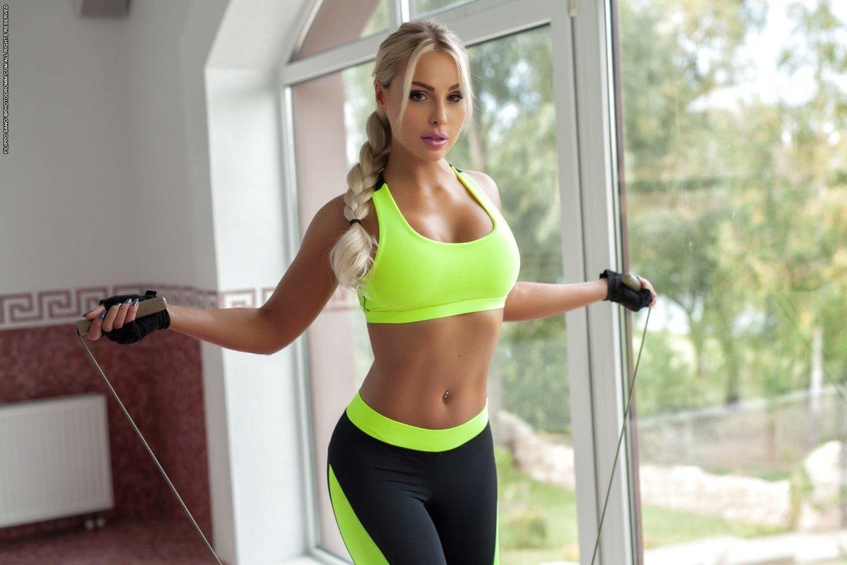 Секс с красивой грудастой стройной тренершей по фитнесу #10