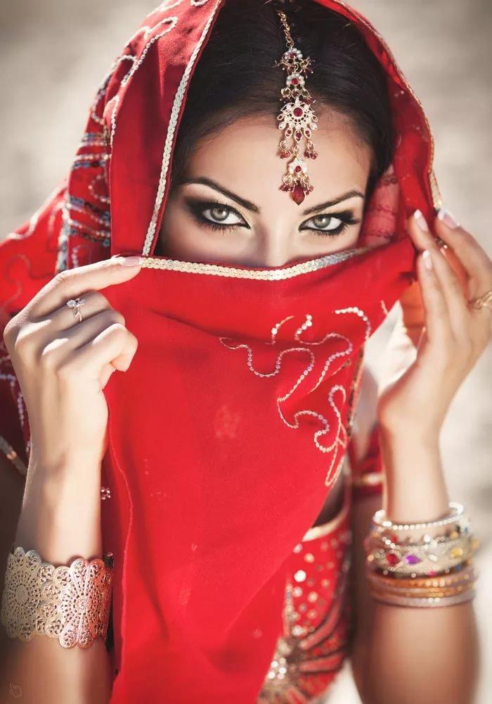 твои торжественные арабские девушки красивые есть, если твои